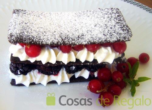 Receta de milhojas de chocolate, chantilly y frutos rojos