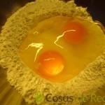 04- Añadimos los huevos a la harina