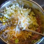 03- Mezclamos los ingredientes de la ensalada de apio, piña y manzana ácida