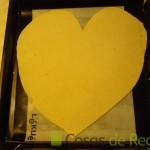 08- Recortamos la masa de pizza en forma de corazón
