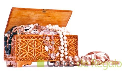 Guarda tus joyas y tenlas a mano con esta colección de joyeros
