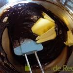 03- Juntamos y añadimos la mantequilla, siguiendo con la mezcla