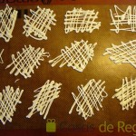 16- Elaboramos una decoración en chocolate blanco sobre un tapete de silicona