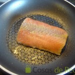 05 - Salteamos el salmón por ambas caras