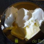 05- Mezclamos la mantequilla y el queso