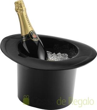 Refresca el cava antes de servirlo con una original champañera