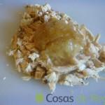 04 - Añadimos la cebolla pochada y mezclamos con un poco de salsa