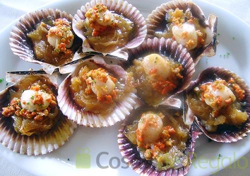 Una receta de vieiras con cebolla confitada sencilla de for Cocinar vieiras