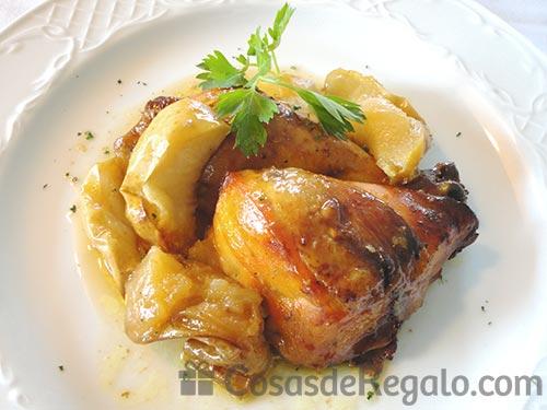Pollo al horno con manzanas y canela, un asado tan rico como económico