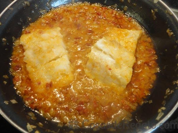 Lomos de bacalao con chorizo y pimientos un segundo plato for Como cocinar lomos de bacalao