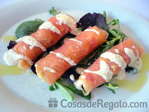 Receta de Rollitos de salmón con aguacate y piña
