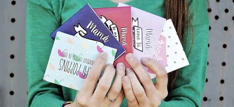 Pack de regalos para el día de la madre con cartera decorada, taza original y espejo