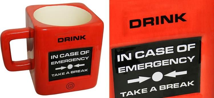 "Taza roja ""Romper en caso de emergencia"""