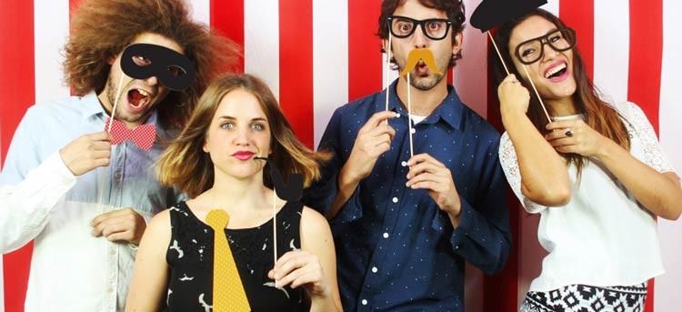 El mejor cotillón para fin de año: disfraces Photobooth de DOIY