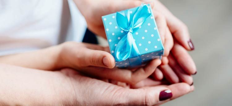 ¿Qué regalar a una madre en Navidad? Te lo ponemos fácil