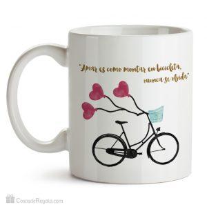 Taza original Amar es como montar en bicicleta